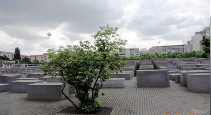 Памятник убитым евреям Европы