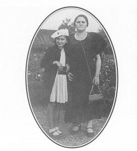 Мать М. Хенчинского Фримет и сестра Лола. Цехоцинек, 1936 г..