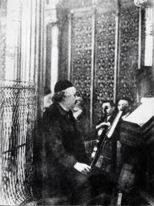 Альберт Эйнштейн на благотворительном концерте в Большой синагоге