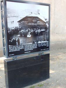 Духовой оркестр из узников у ворот Освенцима