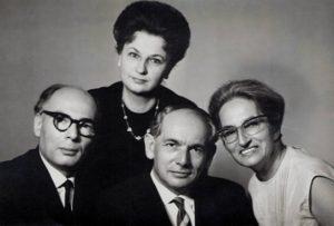 Слева младший брат Соломон, в центре старший брат Йозеф. Иозеф с женой умерли, но жива их дочь Джуди, с которой я связался с помощью того же Матана Шефи.