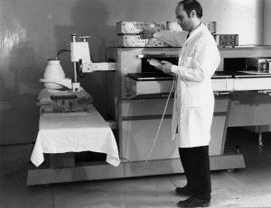 Технические испытания двухдатчикового гамма — топографа ГСГ-2 в лаборатории радиоизотопной диагностики ГКБ № 50 (начало 1970-ых гг.)