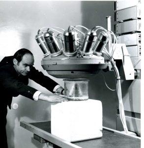 Фантомные испытания продольного гамма — томографа ГПР-1 в лаборатории радиоизотопной диагностики ГКБ № 50 (начало 1980-ых гг.)