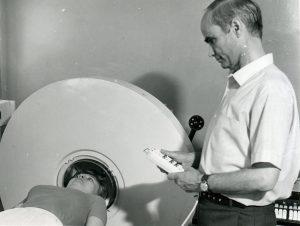 Клиническая апробация экспериментального образца компьютерного гамма-томографа ТЕСТАСКАН в лаборатории радиоизотопной диагностики ГКБ № 50 (начало 1980-ых гг.)