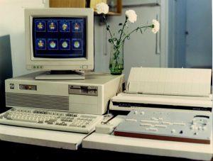 Пульт управления опытного образца компьютерного гамма-томографа ТЕСТАСКАН в радиологическом отделении Института нейрохирургии им. Н.Н.Бурденко (середина 1980-х гг.)