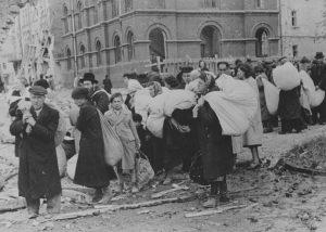 Дрогобыч, 1942 г. Группа евреев перед отправкой в лагерь уничтожения