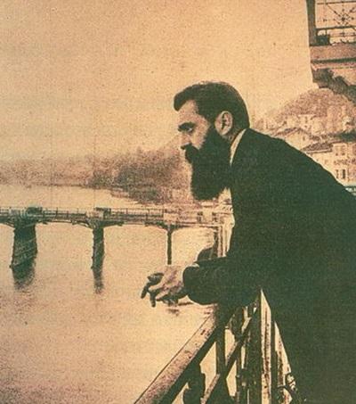 Теодор Герцль на балконе отеля «Les Trois Rois»