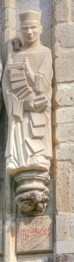 Фигура Хильдебольда на башне кёльнской ратуши.
