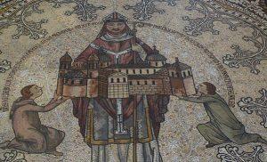 Архиепископ Хильдебольд преподносит каролингский собор (напольная мозаика в Кёльнском соборе)