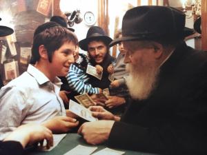 Арье Райхман с Любавическим ребе в Нью-Йорке в 1992 году