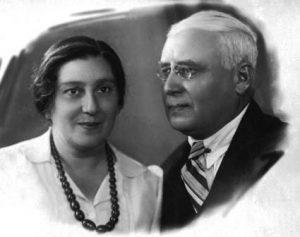 Бабушка и дедушка. Фото 50-х.