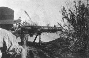 Сарапеум. Новозеландский пехотинец ведет огонь из пулемета Льюиса