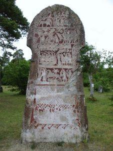 Изображения норманнских драккаров на поминальном камне (остров Готланд, Швеция)