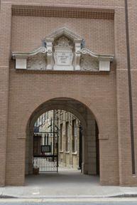 Арка входа во двор синагоги Bevis Marks
