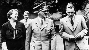 Гитлер с Винифред и Виландом Вагнерами