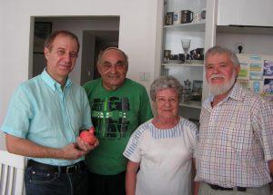 (справа налево) автор статьи А. Баршай, Светлана Фишман, ее муж Михаил Микулинский, Вальтер Баршай