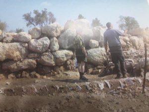 Стена из массивных камней, защищавшая город-крепость