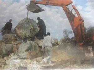 На реконструкции южных ворот города работает группа друзов с Рамато Голан. Они преданные друзья археологов