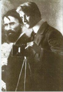 Исраэль (Лёлик) Файнберг с сыном. Фотомонтаж Авшалома Файнберга.
