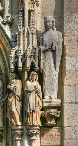 Фигура императрицы Феофано на башне кёльнской ратуши