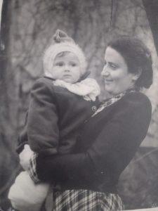 Мама, Мария Чернова и маленькая Галя Вайншток. Харьков, 1952 г.