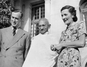 Маунтбеттен, его жена Эдвина и Махатма Ганди
