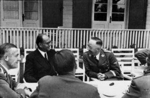 Бос (в центре) с Гиммлером