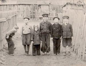 Автор (первый слева), как всегда, в нужный момент, оказался не там где надо