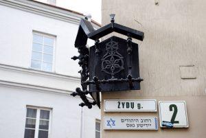 Вывеска еврейской улицы в Вильнюсе. Фото Л. Смиловицкого