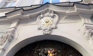 Вход в Высокую синагогу и центр еврейской общины Праги