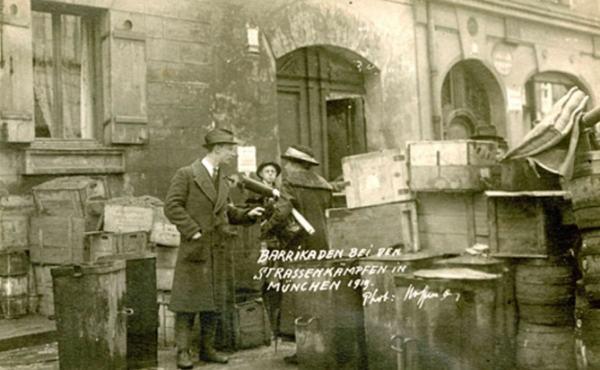Баррикады на улицах Мюнхена. 1919 г. Фото Г. Гофмана