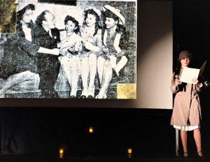 На архивной фотографии Эмилия — первая слева, и Соломон Михоэлс. Женя Фурман в роли Эмилии Розенштейн. Фото Маши Герштейн