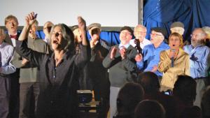Выступает хор Бостонской общины «Koleinu». Фото Михаила Брусиловского