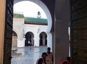 Вход в исламский университет Аль-Каруани (Немусульманам проход дальше запрещен)