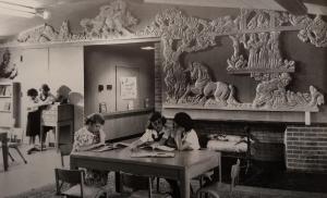 Сказки (Fairy Tales). Рельеф в школе Blythe Park School, Riverside, IL, 1949