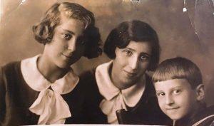 Мирра, Лиля, Лева, примерно 1934