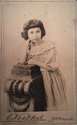Толя Шпиро, дочь Маркуса, кузина моей бабушки