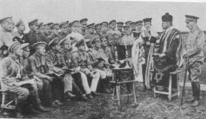 Раввин проводит службы для еврейских солдат Российской Армии в немецком плену