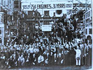 """Празднование выпуска последнего двигателя по программе строительства кораблей """"Либерти"""". 2 апреля 1945 года"""