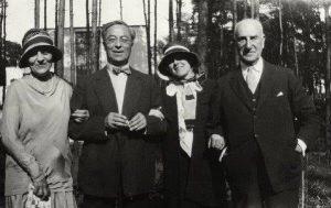 20. Ирен Гуггенхейм, Кандинский, Хилла фон Рибай и Соломон Р. Гуггенхейм, 1930
