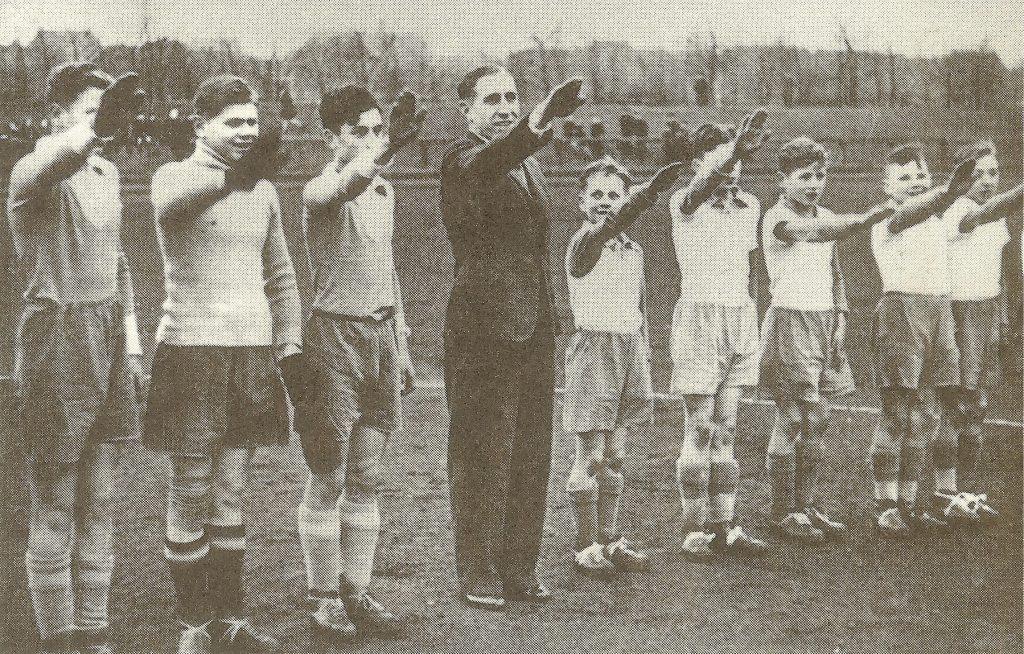 Эрнст Куцорра с детской командой