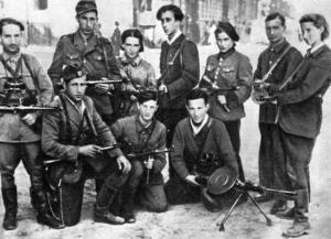 Еврейские партизаны, спасшиеся из Вильнюсского гетто, в центре стоит Абба Ковнер