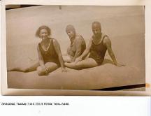 Элишева, Тмима (?) и я. 23.5.1928. Пляж. Тель-Авив.