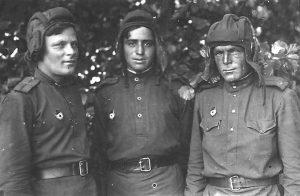 Ион Деген с боевыми товарищами. Фото 1944 года. Из семейного архива