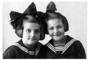 Клара и Маня в 1933 году