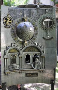 Обратная сторона посвящена еврейским астрономам и картографам