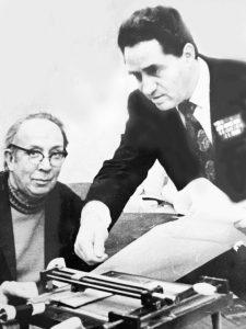 Изобретатели магнитофоров — заказчик, доктор Ион Лазаревич Деген, и исполнитель, инженер Александр Соломонович Фефер, 1975 г.
