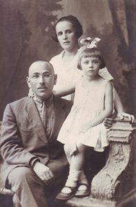 Рыбинск, 21.07.1927. Фира Цлаф с родителями (фотография из семейного архива)