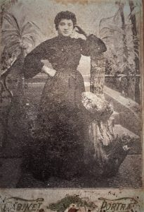 Фотография молодой бабушки Сони, неизвестно какого года, начала 20 века