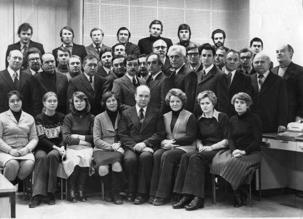 Кафедра Импульсной и вычислительной техники ЛЭИС, 1975. Л.М. Гольденберг — стоит крайним слева во втором ряду